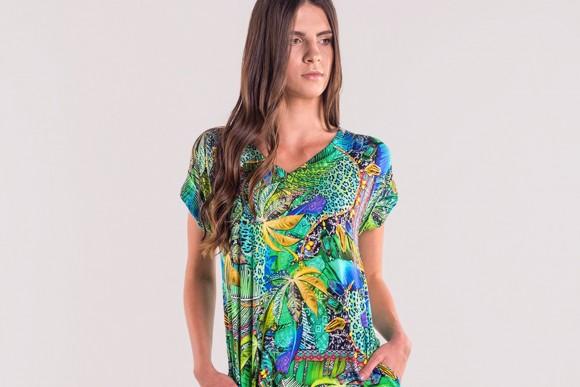 Sukienki w tropikalne wzory – kreacje z pazurem